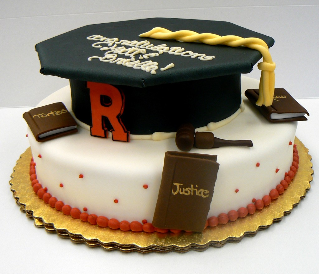 Graduation_cake_with_cap_(4667090156)